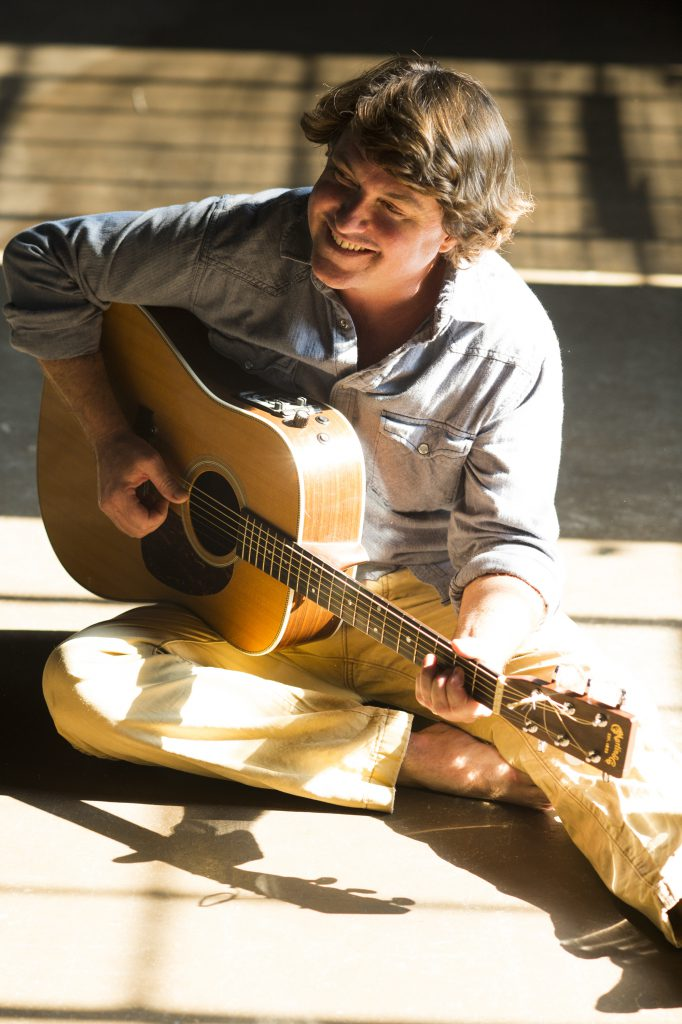 Keller Williams playing the guitar